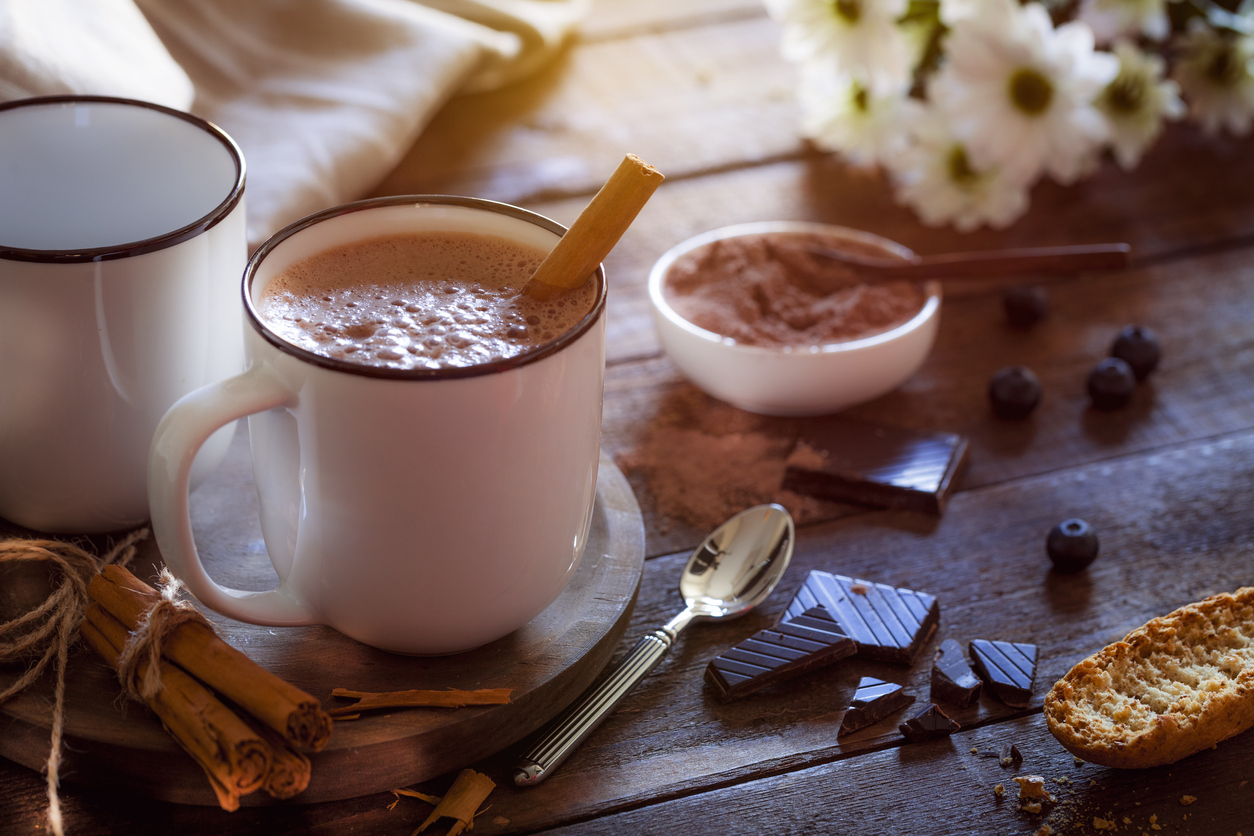 hot coffee decorated with cinnamon powder